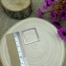 Kare Figürlü Gümüş Model Reçine Metal Kolye Ucu