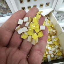 Kare Sarı Ütü Ile Yapışma Tekstil Taşları